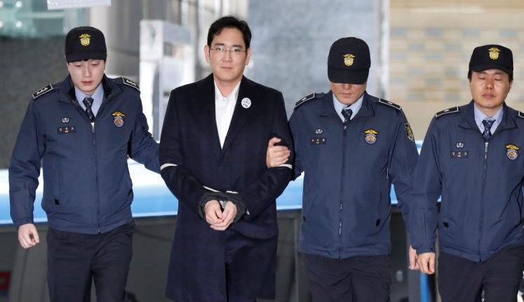 رئيس سامسونغ يدير الشركة من سجنه