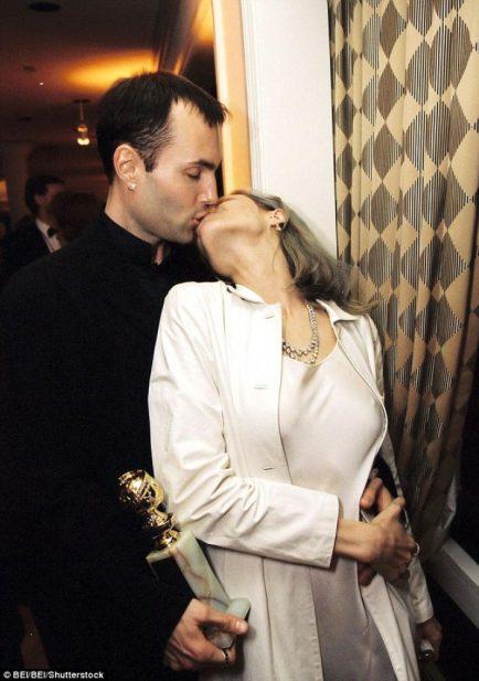 نتيجة بحث الصور عن قبلة انجلينا جولي و شقيقها في حفل الاوسكار